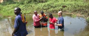 Uganda: Desafios e batismo em campo de refugiados
