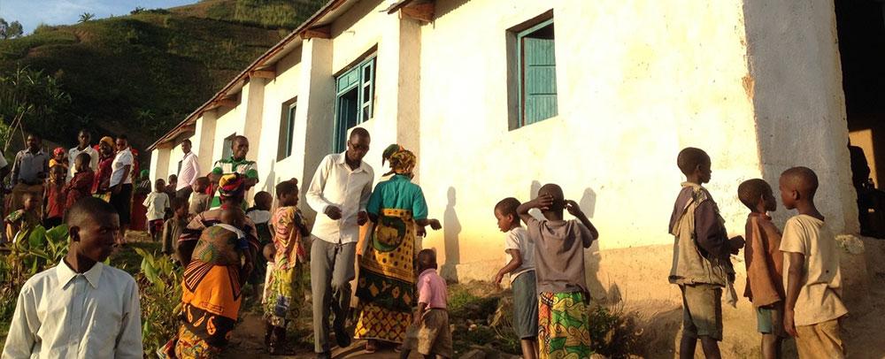 A Igreja em Bitwe foi construída com muito esforço há 1 ano e meio pelo Pr. Delphin e sua equipe.